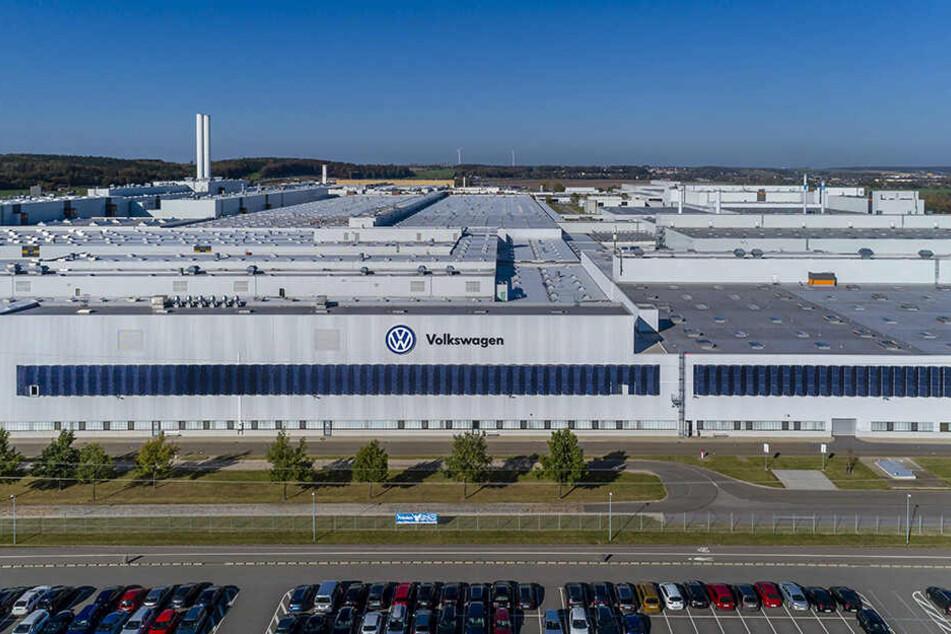 Die Mitarbeiter im Zwickauer VW-Werk stehen vor einer Herausforderung: Ab Ende 2019 bauen sie nur noch E-Autos.
