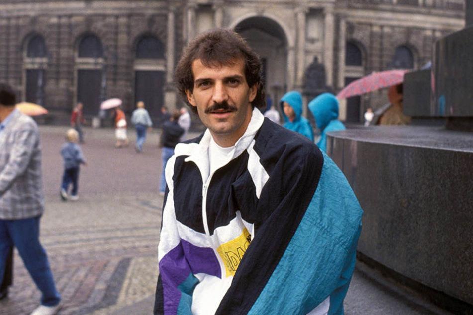 Ex-Dynamo Sergio Allievi im Juli 1991  vor der Semperoper.