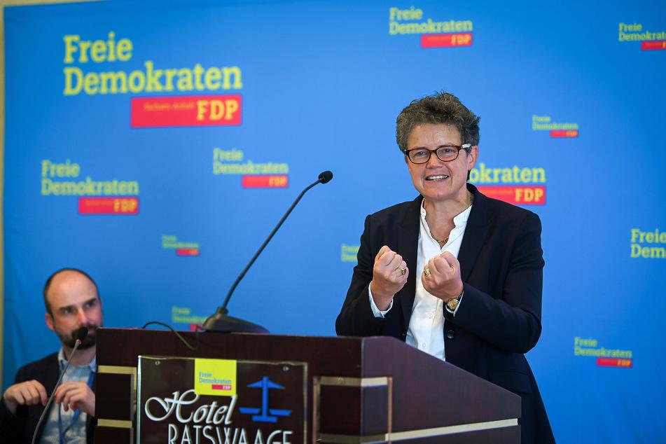 Die FDP-Landesvorsitzende Lydia Hüskens (57) hofft auf einen Einzug ins Kabinett.