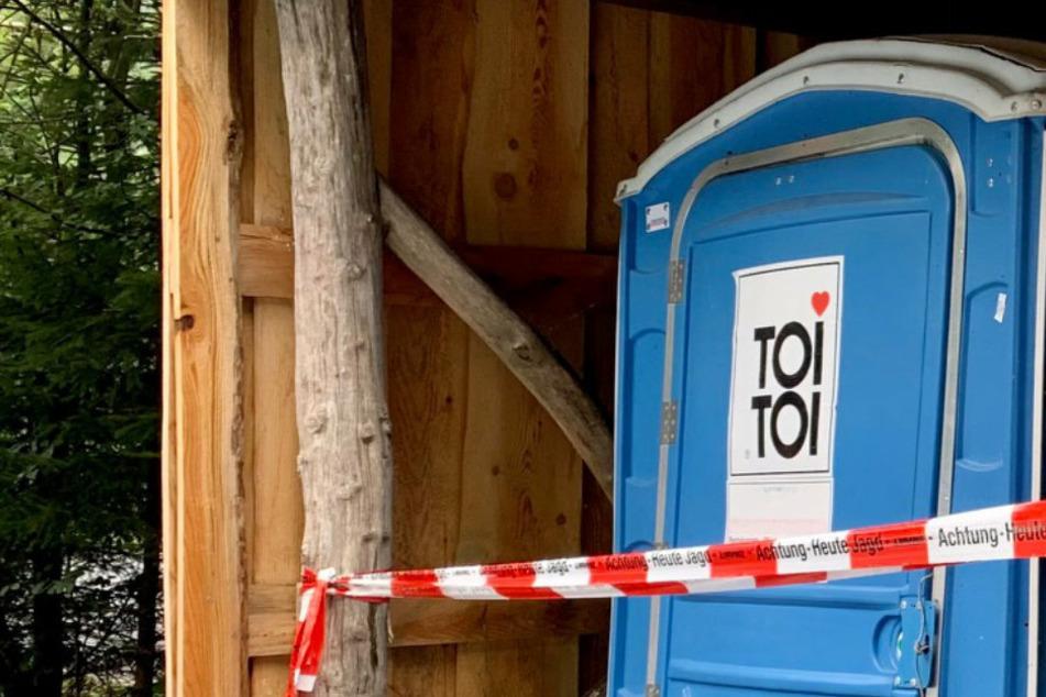 Toilettenhäuschen und Parkautomat gesprengt - Polizei nimmt drei junge Männer fest
