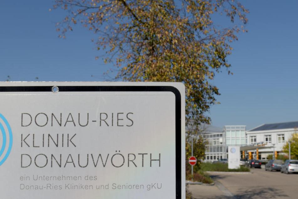 An Angabe der Staatsanwaltschaft sind die Ermittlungen an der Donau-Ries Klinik schwierig. (Archivbild)