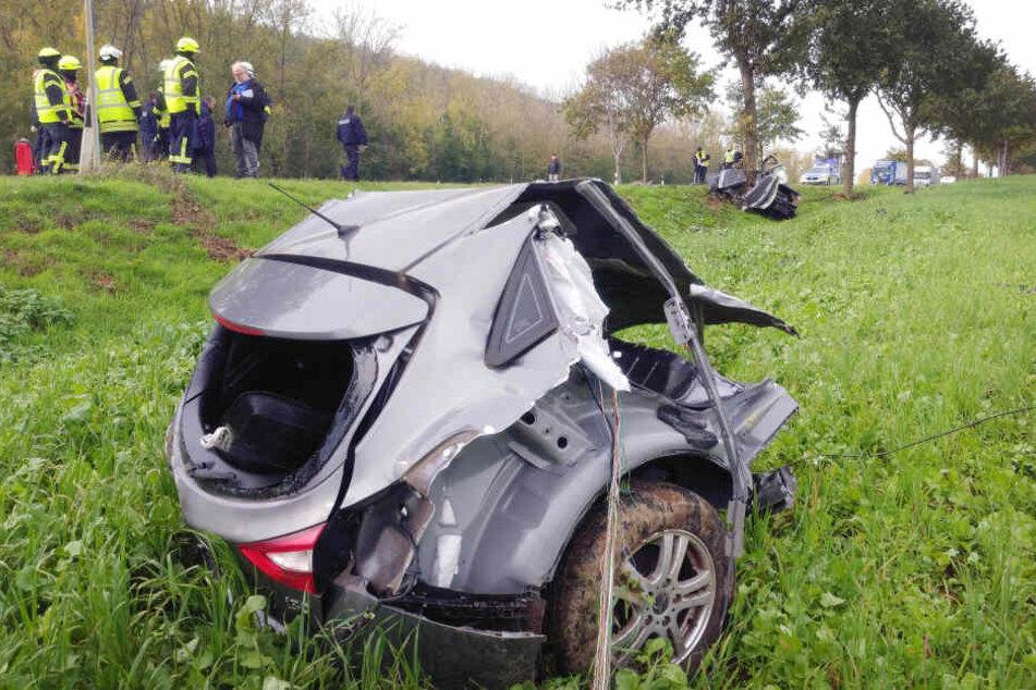Auto zerrissen! Fahrer stirbt bei Horror-Unfall