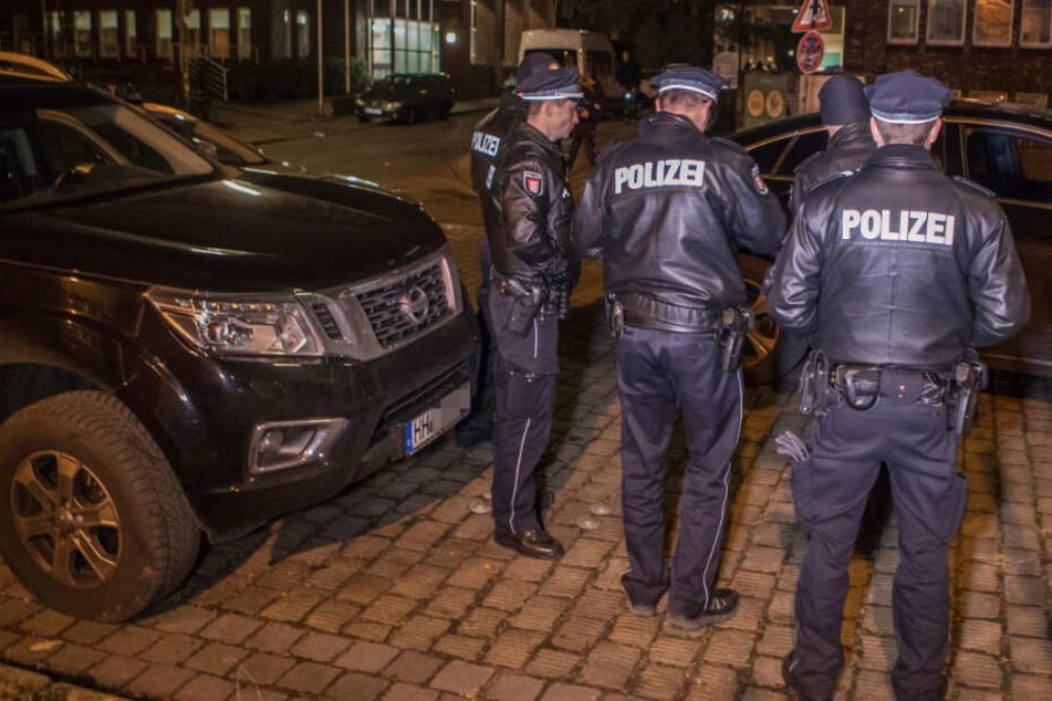 Dramatische Verfolgungsjagd in Hamburg: Polizei feuert auf Fluchtwagen!