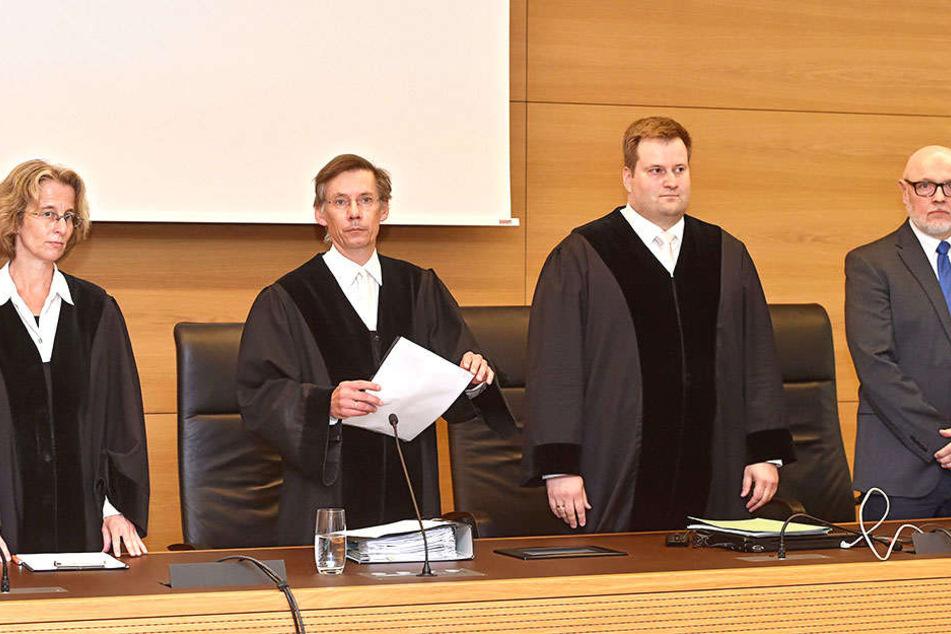 Mit Spannung wurden die Urteile im Infinus-Prozess erwartet. Das Gericht sprach Haftstrafen für die Ex-Manager aus.