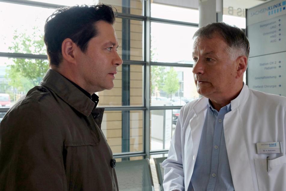 Dr. Philipp Brentano will von Klinikleiter Dr. Roland Heilmann wissen, wie sich die Abgabe seiner Leitungsfunktion auswirken würde.