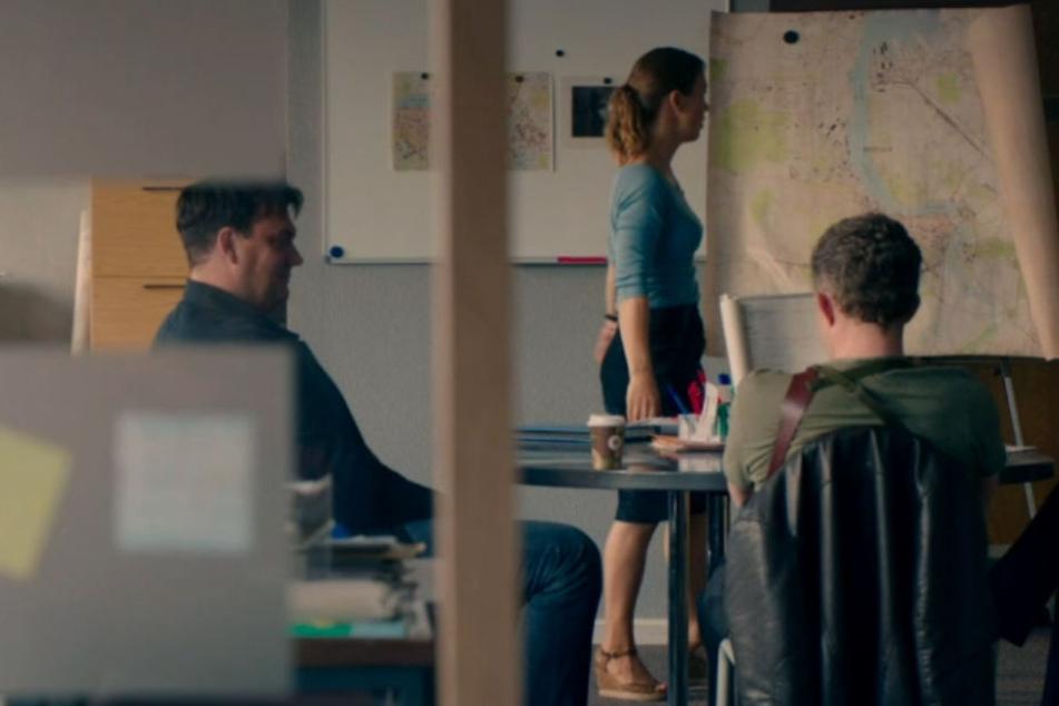 Ermittlungen im gesäuberten Büro.