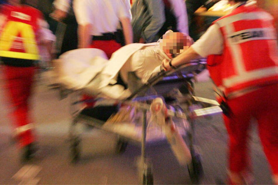 Der 36-jährige Syrer wurde in ein Krankenhaus gebracht und operiert (Symbolbild).