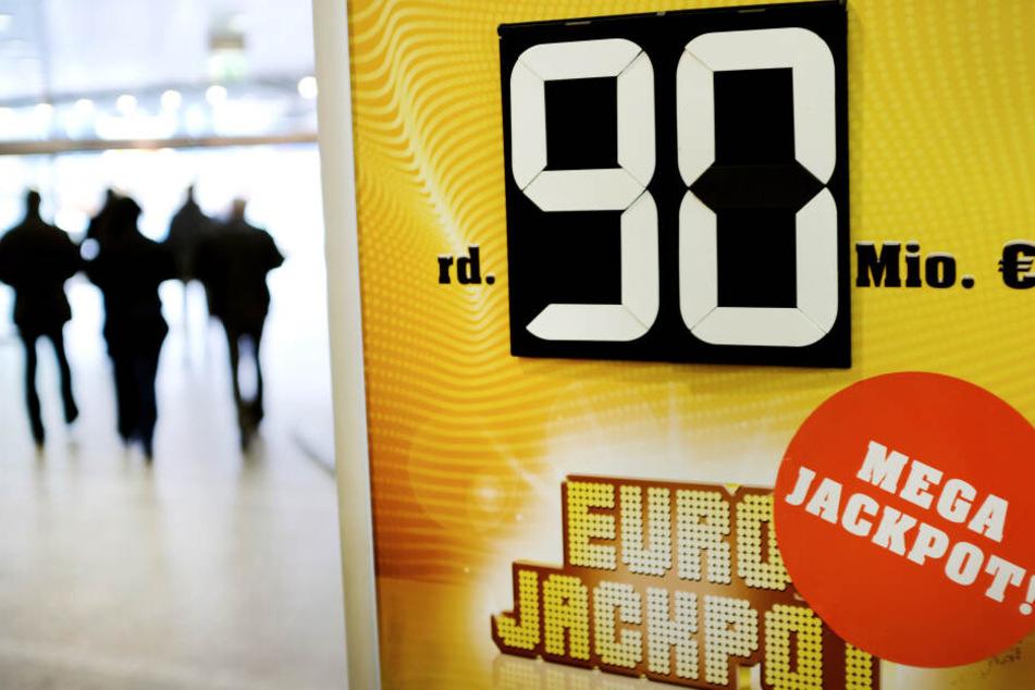 Der mit 90 Millionen Euro prall gefüllte Jackpot in der ersten Gewinnklasse blieb unangetastet.