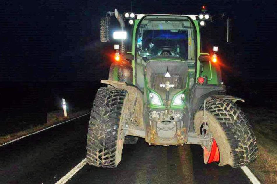 Der Traktor wurde bei dem Unfall schwer beschädigt.