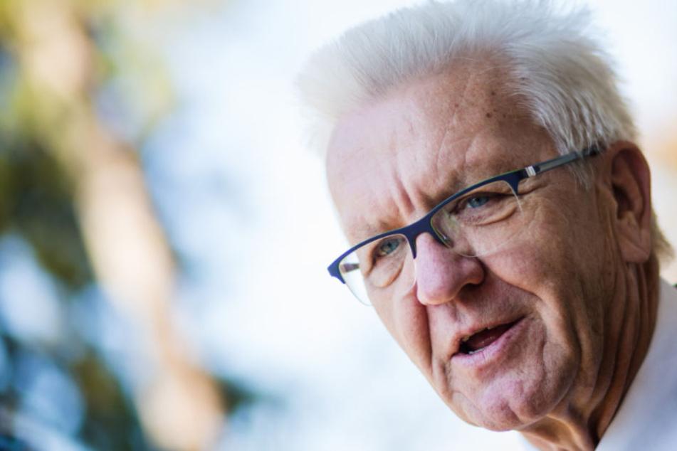 Kretschmann will prüfen, ob Autofahrer für öffentliche Verkehrsmittel zahlen müssen