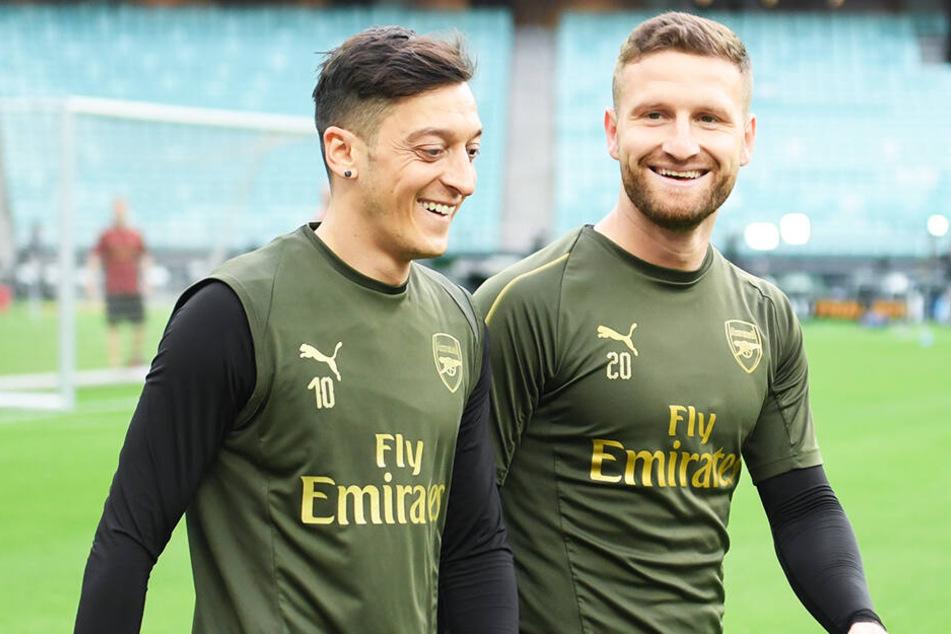 Özil und Mustafi sind momentan noch Teamkollegen auf Vereinsebene. Jedoch scheinen die Tage gezählt.