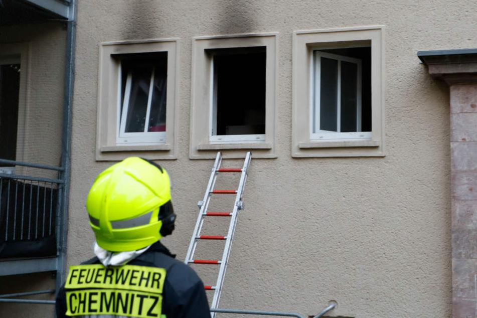 Das Feuer war in der ersten Etage in einem Mehrfamilienhaus ausgebrochen.