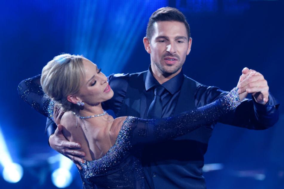 """Benjamin Piwko tanzt zusammen mit Isabel Edvardsson bei """"Let's Dance"""" und ist dabei sehr erfolgreich."""