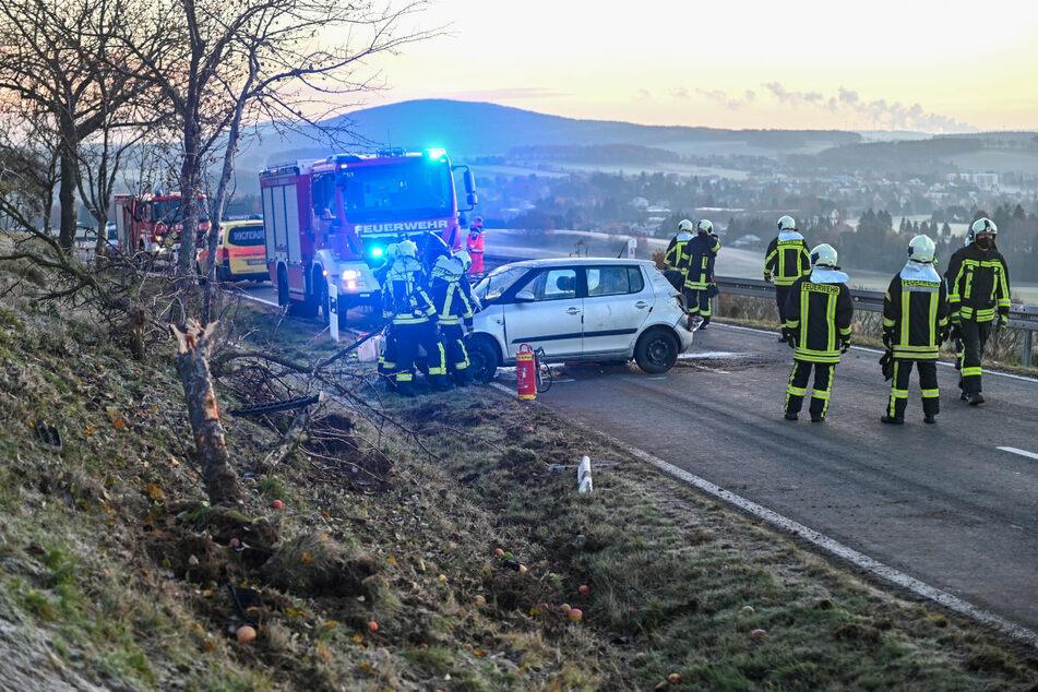 Rettungskräfte vor Ort kümmerten sich um die Schwerverletzte.