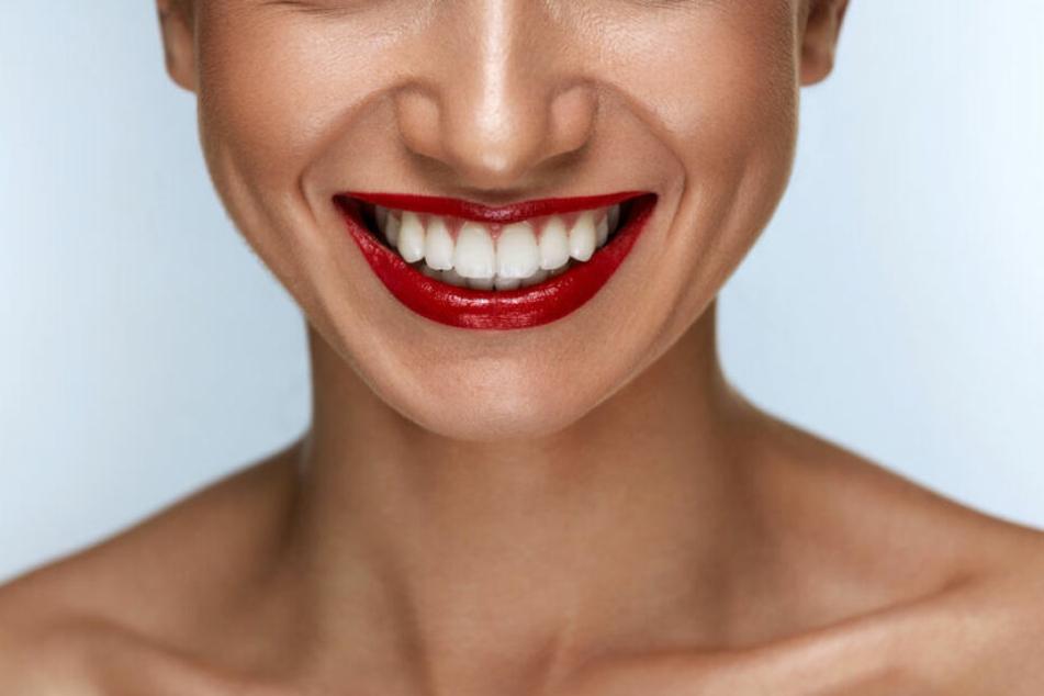 Gelbe Zähne? Diese Frucht soll sie wieder weiß machen
