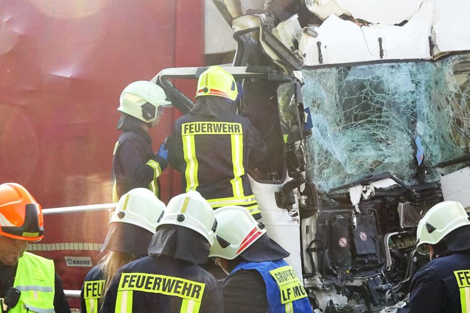Schlimmer Laster-Unfall sorgt auf A2 für Verkehrs-Chaos