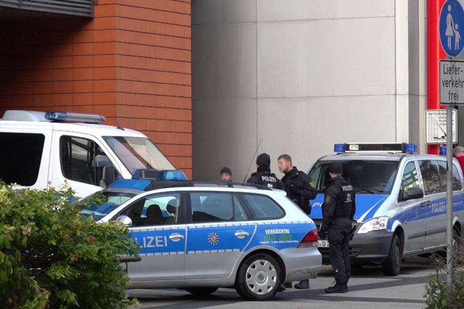 Die Polizei war bis in die Abendstunden im Jugendamt im Einsatz.