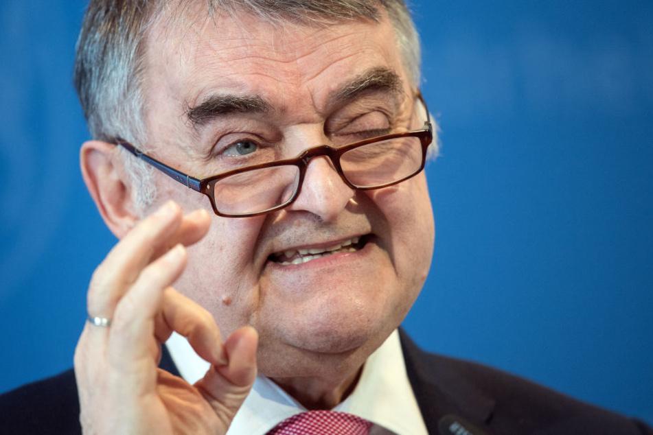 Der Innenminister von NRW, Herbert Reul (CDU), stellte am Freitag das geplante Sicherheitspaket gegen Terrorismus in Düsseldorf vor.