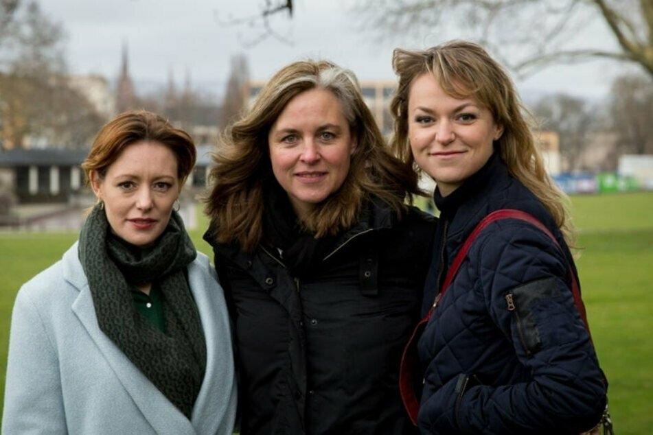 Lavinia Wilson, Christiane Balthasar (Regie, M.) und Lisa Wagner (als Winnie Heller). Gemeinsam mit der Regisseurin hat Lisa Wagner eine perfekte Zusammenarbeit in 10 Episoden hingelegt!