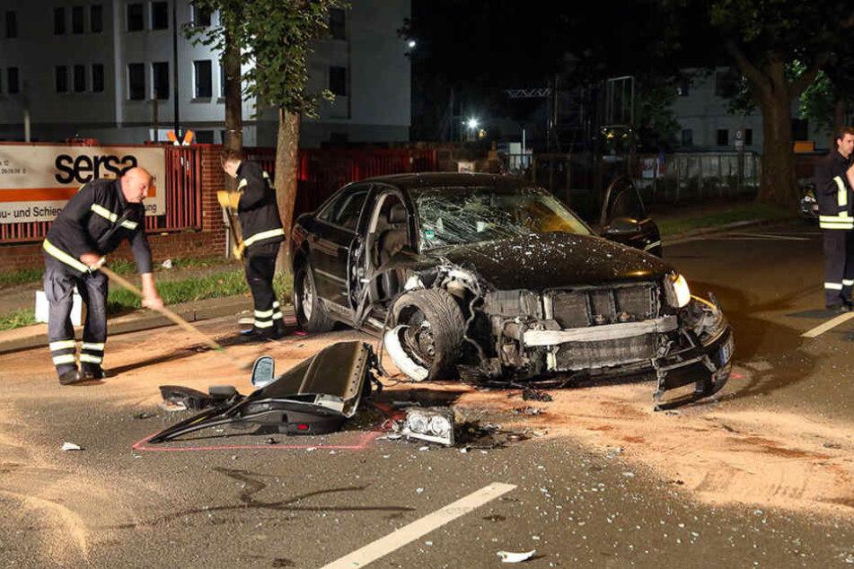Durch die Wucht des Aufpralls wurde die Beifahrerseite des Autos aufgerissen.