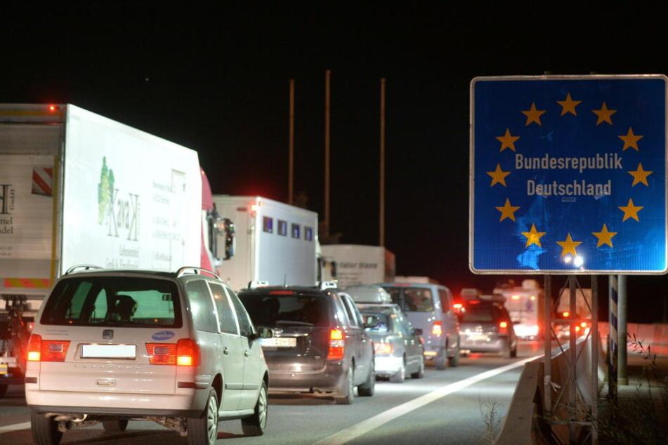 Wegen deutscher Kontrollen am Grenzübergang Walserberg kommt es immer wieder zu langen Staus.