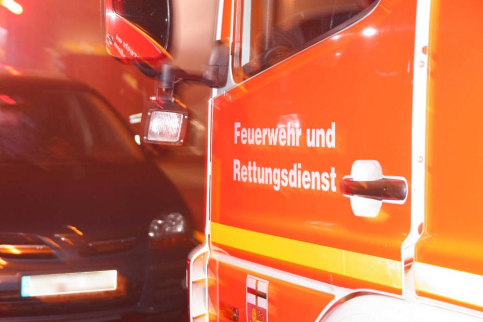 Einsatzkräfte der Feuerwehr retteten den Restaurant-Mitarbeiter (Symbolbild).
