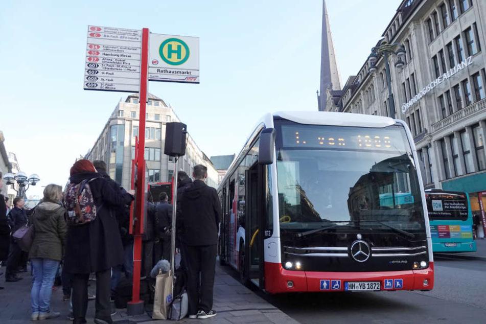 Derzeit fahren täglich rund 2000 Busse durch die Hamburger Innenstadt.