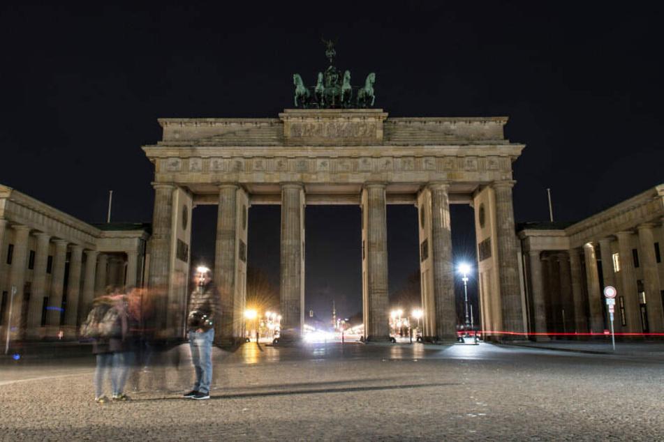 Normalerweise ist das Brandenburger beleuchtet.