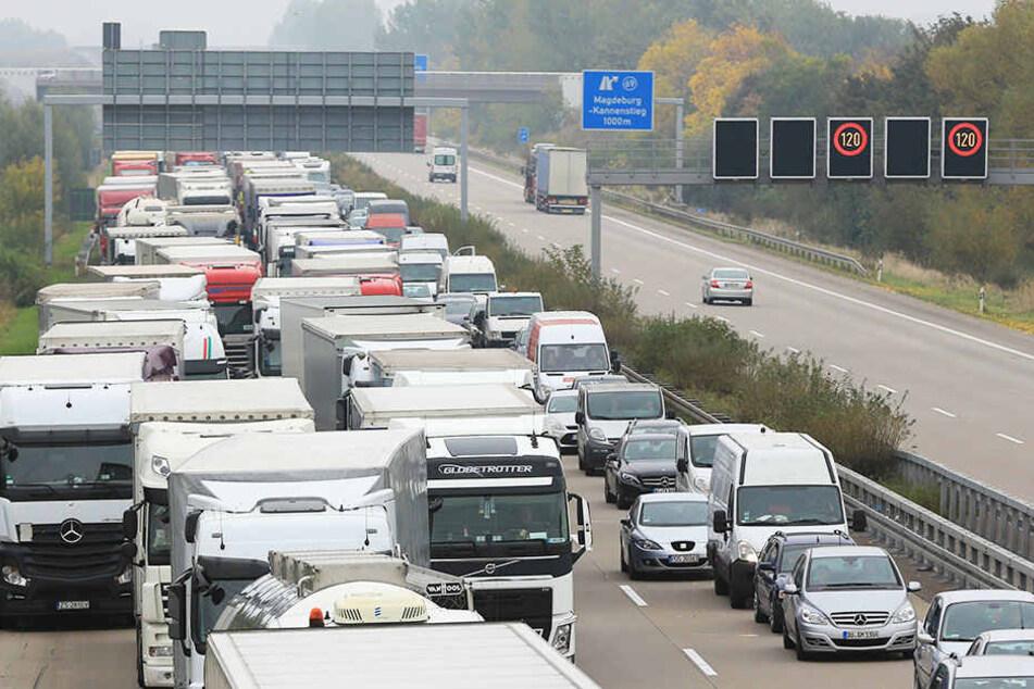Auf den Autobahnen kann es voll werden! Die Bundeswehr fährt zu Übungszwecken Richtung Ruhrgebiet.