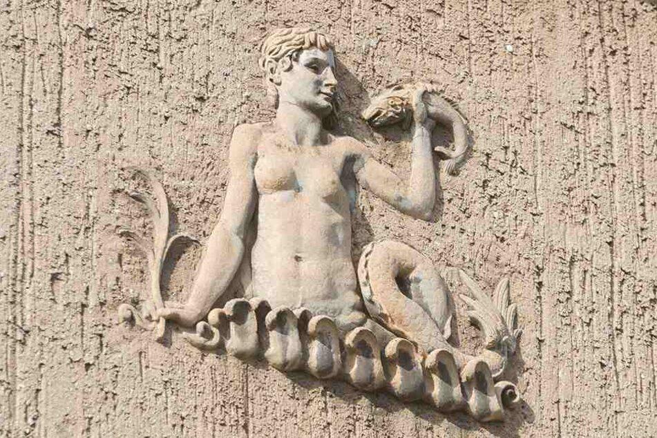 Verzierte Reliefs an der Fassade: Das gesamte Areal steht unter Denkmalschutz.
