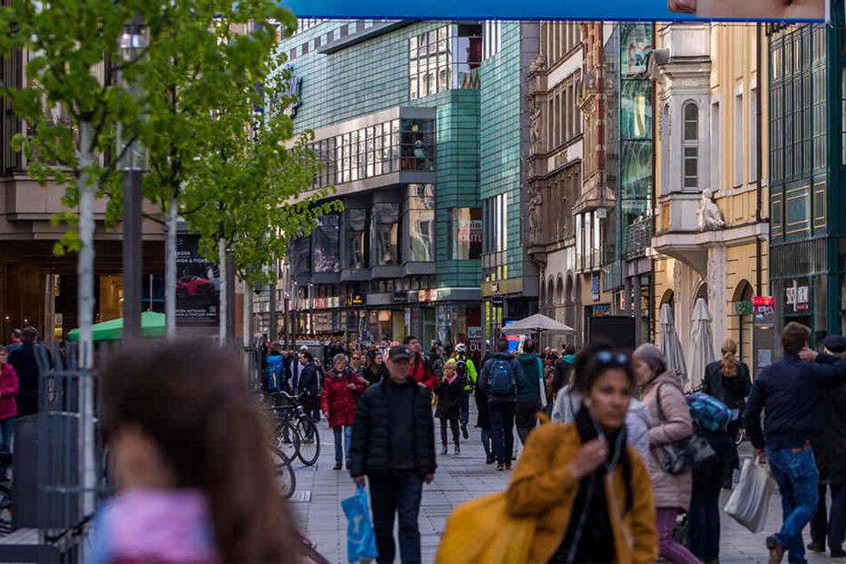 Mitten in der Innenstadt rastete der 27-Jährige plötzlich aus. (Symbolbild)