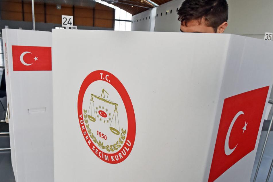 Ab kommenden Montag (27. März) können wahlberechtigte Türken in Deutschland für oder gegen die umstrittene Verfassungsreform stimmen.
