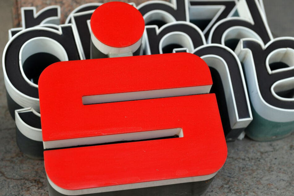 Die Sparkasse hatte im Juli mehrere Tausend Prämiensparverträge gekündigt. (Symbolbild)