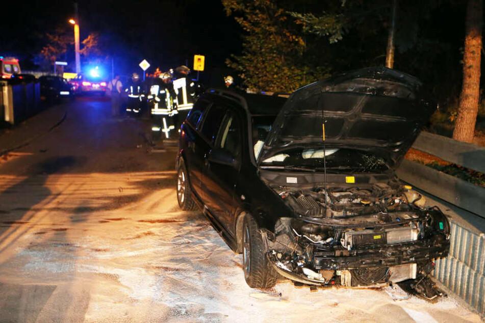 Der Opelfahrer wurde bei dem Unfall schwer verletzt.