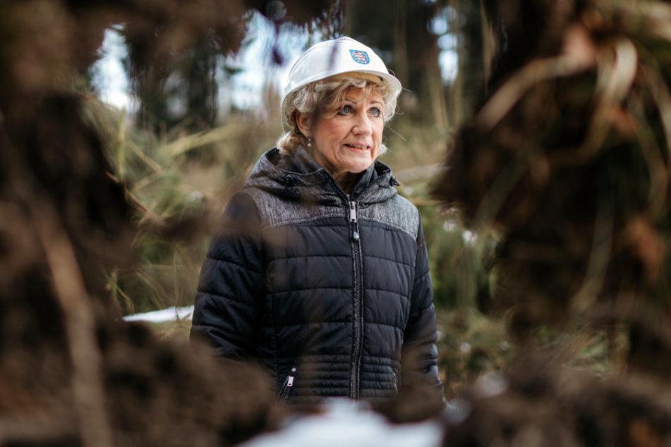 Forstministerin Birgit Keller (Linke) besuchte am Montag einen Forst bei Eschenbergen (Landkreis Gotha).