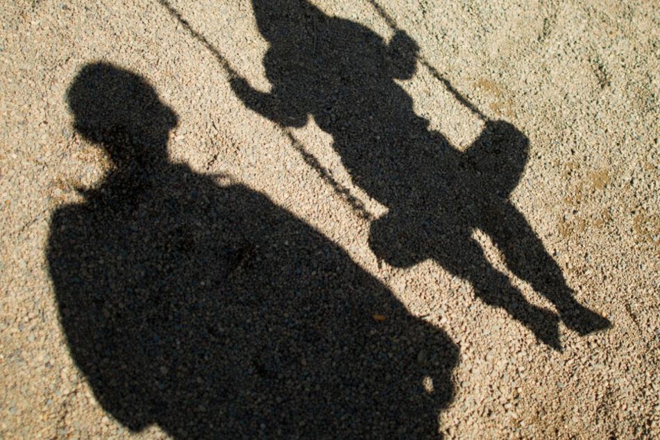 Mann soll seine Kinder sexuell missbraucht haben, darunter ein Baby!