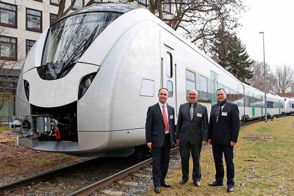 VMS-Chef Harald Neuhaus (60, M.) nahm vor etwa einem Jahr die ersten neuen  Elektro-Züge der Firma Alstom entgegen.
