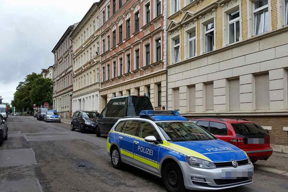 Die Hochschwangere lag leblos in der Wohnung in der Uhlandstraße.
