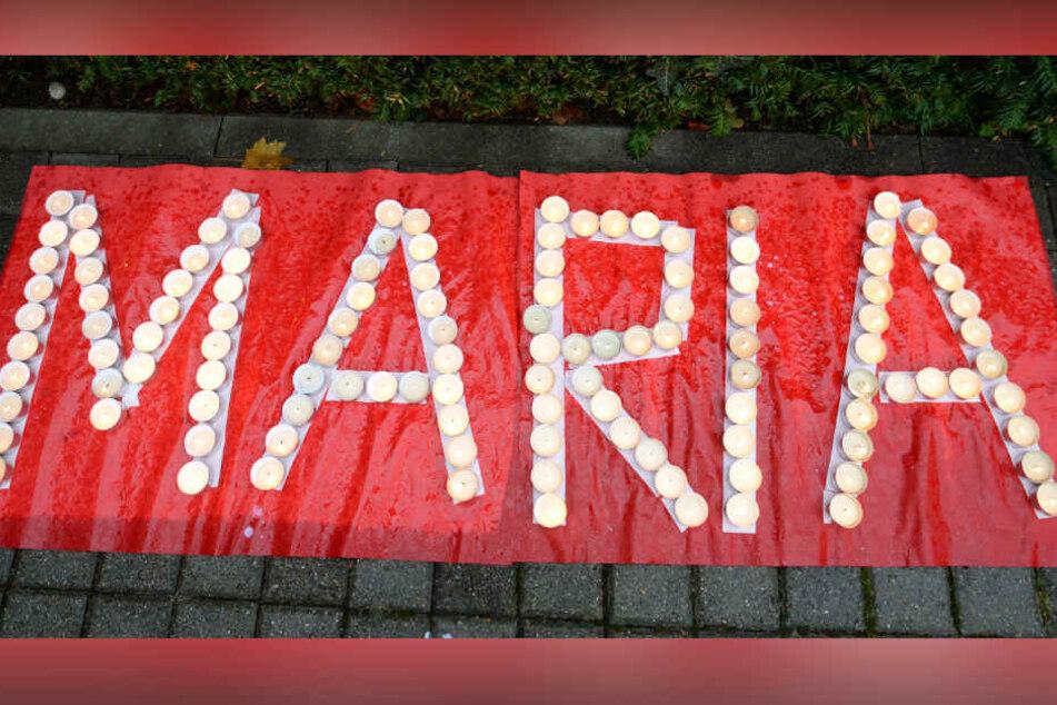 Kerzen erinnerten an Maria, während nach ihr gesucht wurde. (Archivbild)