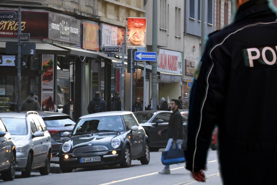 Nach der Attacke in der Münchener Straße flüchteten die beiden Frauen zum Bahnhofsvorplatz (Symbolbild).