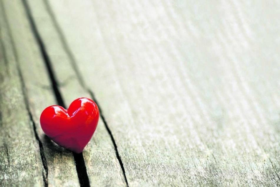 Am Valentinstag überraschen sich Verliebte gern mit kleinen Aufmerksamkeiten.