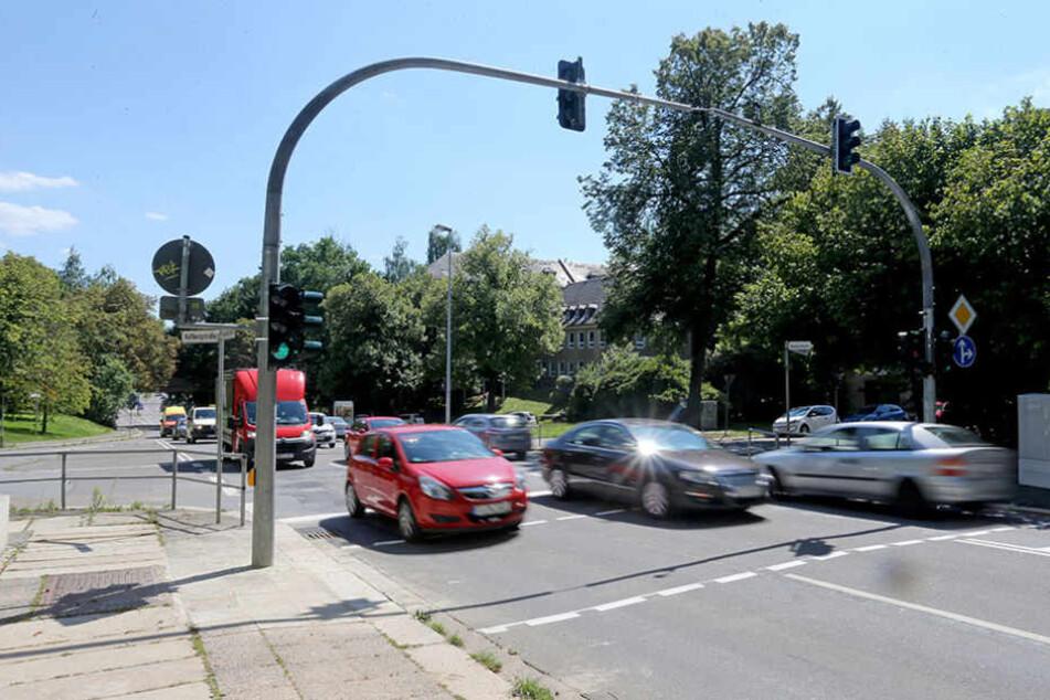 Neue Fußgängerampel auf der Reichsstraße für die Schüler der  Grimm-Grundschule.