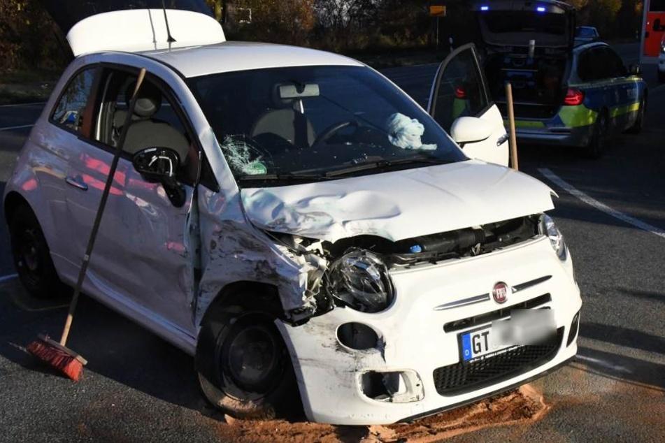 Die Fiat-Insassen wurden bei dem Unfall verletzt und in ein Krankenhaus gebracht.
