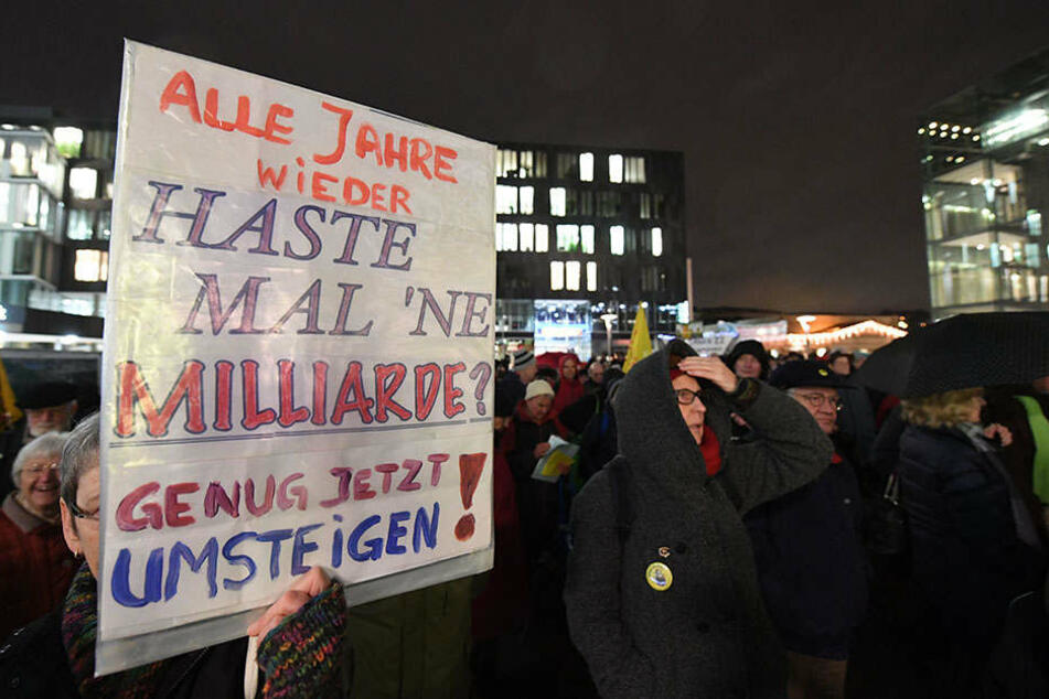 Hunderte demonstrieren gegen Stuttgart 21