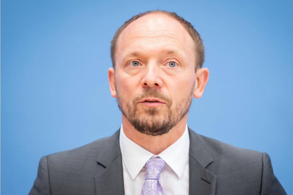 Marco Wanderwitz (45, CDU) macht sich Sorgen wegen steigender Corona-Zahlen im Osten der Bundesrepublik - auch vor dem Hintergrund des Sommerferien-Endes.