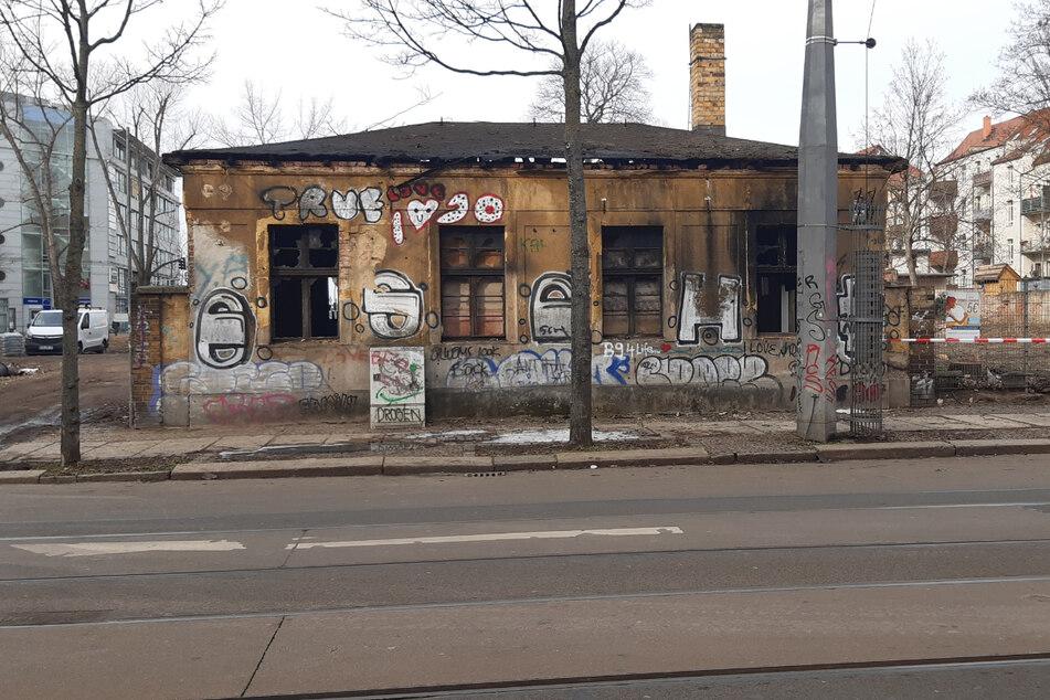In diesem leerstehenden Gebäude auf der Eisenbahnstraße ist am Dienstagmorgen ein Feuer ausgebrochen.