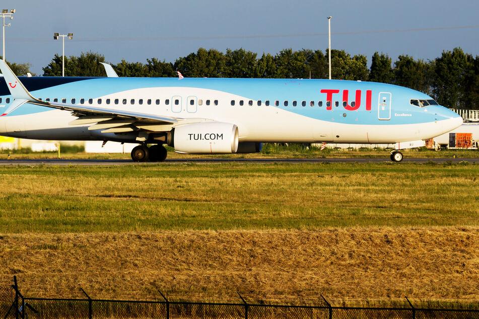 """Flugzeug voller """"Covidioten"""": 200 Reisende müssen in Quarantäne!"""