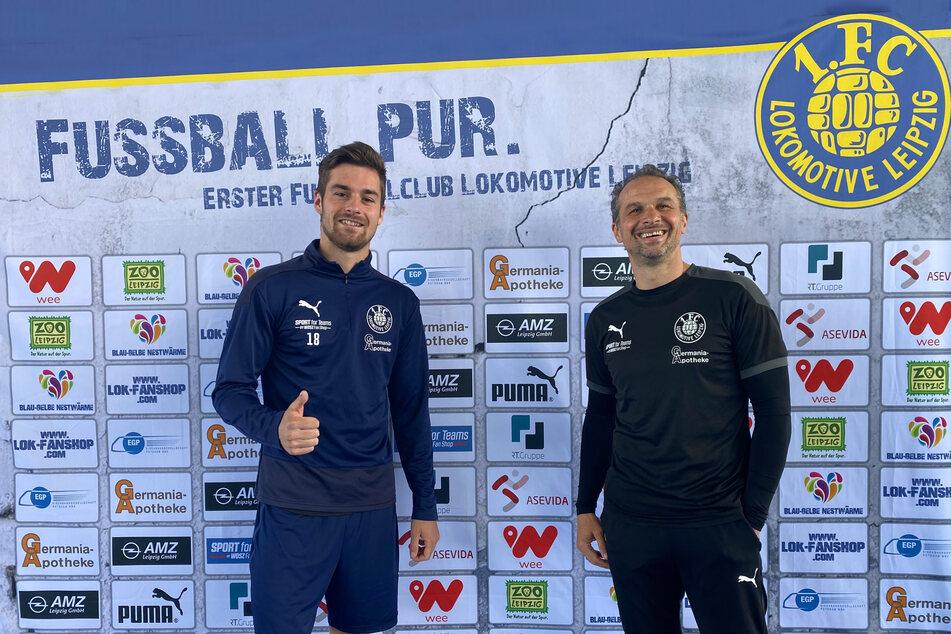 Leon Heynke (21, l.) und Coach Almedin Civa (49). Das Abwehrtalent verlängert seinen Vertrag um ein Jahr.
