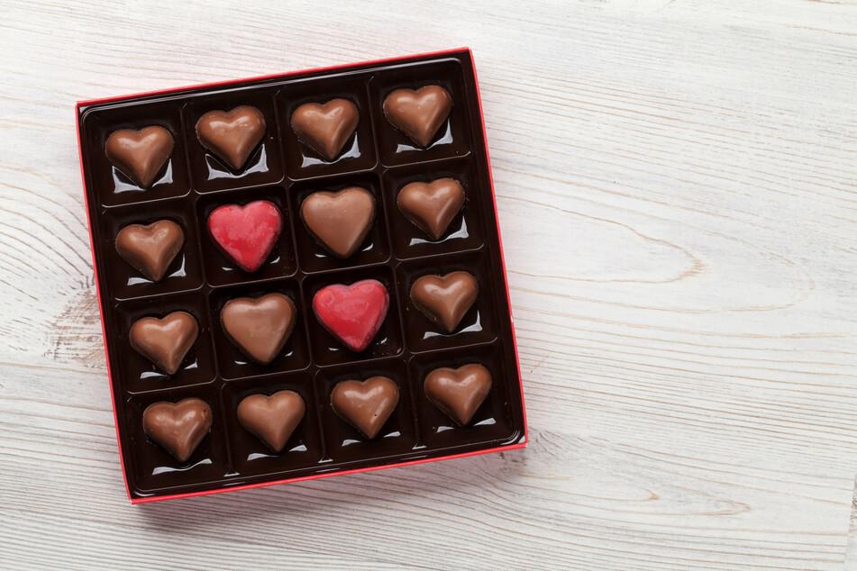 Schokolade kann dabei helfen, die Herz-Blutgefäße durchlässig zu halten. Dafür muss der Kakao-Anteil aber groß genug sein. (Symbolbild)