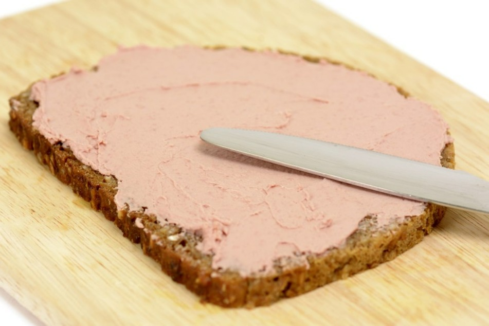 """Die""""Delikatess Schnittlauch Leberwurst"""" der Marke """"Steinemann"""" muss wegen sogenannter Listerien zurückgerufen werden."""